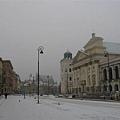 天亮了,蕭瑟的大街空無一人,倒是很符合我心中波蘭的形象