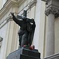聖十字教堂,蕭邦的心臟埋在這個教堂的廊柱裡。