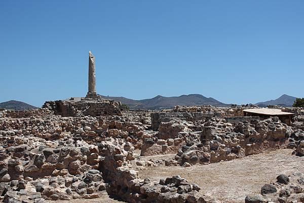 島上的阿波羅神廟,只剩下石碑和碎石了。