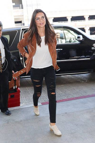 2b81df584a97713d21dd2ee1a6c07653--jeans-film-airport-outfits.jpg