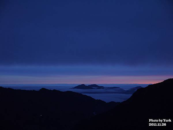 太陽還沒出來前的雲海