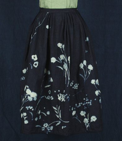 穿之前要先定色的藍染裙子