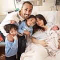 謝依伶與她拉丁美裔的老公,還有兩個可愛的兒子與剛出生不久的女兒。