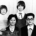 全家福。那天節奏樂隊班有演出,所以我穿著制服(1971年)。