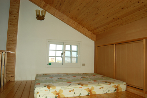 閣樓是睡覺的地方,也是地板施工裝反的地方!