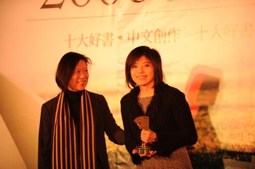 2008開卷好書-中時總編輯夏珍、寶瓶外文主編簡伊玲.jpg