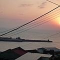 夕陽下的中柱港,搭船到東引的第一站.jpg