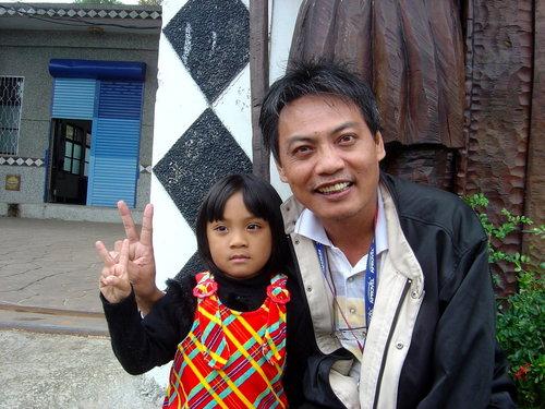 徐超斌醫師與部落可愛小女孩