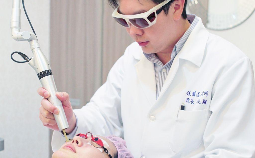 走在醫療美容前端十四年,美感與專業兼具的品質 - 中天新聞採訪李兆翔醫師2