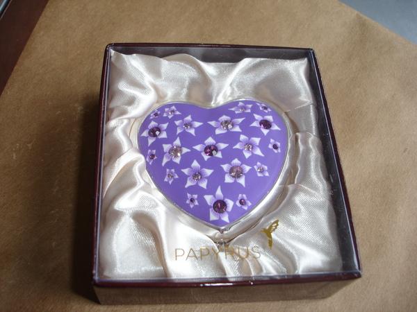 卡片店裡很可愛的紫色愛心鏡子