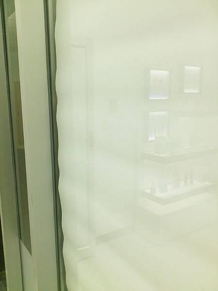 神奇除菌洗淨劑去除玻璃殘膠3