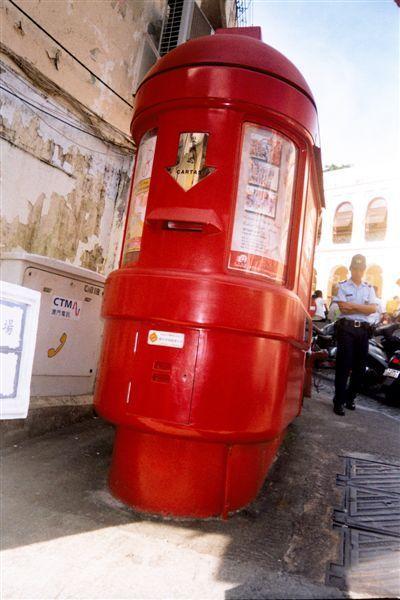 047偏愛紅色郵筒.jpg