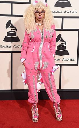 rs_634x1024-160215154545-634-dencia-hello-kitty-2016-grammy-awards-arrivals-21516.jpg
