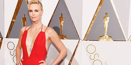 landscape-1456710743-hbz-oscars-2016-jewelry-charlize-theron-index.jpg