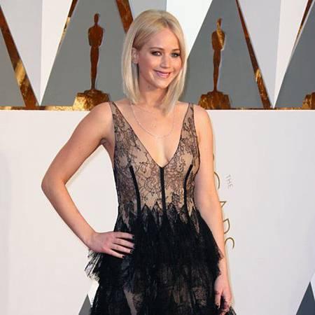Jennifer-Lawrence-Dress-Oscars-2016.jpg