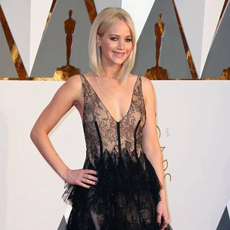 Jennifer-Lawrence-Dress-Oscars-2016.jpg