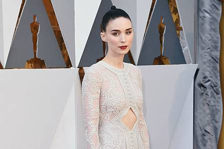rooney-mara-academy-awards-red-carpet-2016-lead.jpg