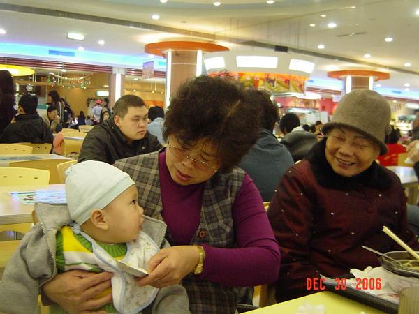 外曾祖母笑得很開心