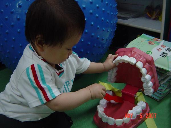 好寶寶刷牙