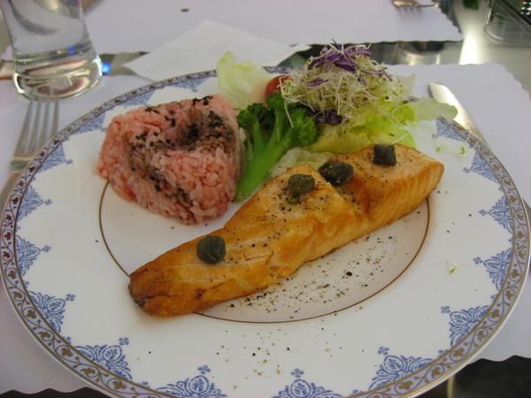 主餐~鮭魚排