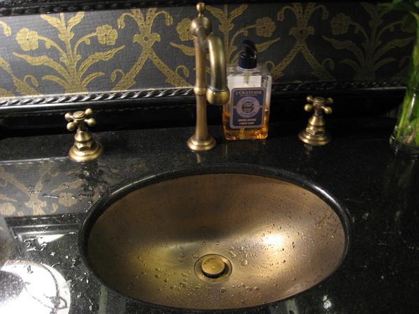 好精緻~是~~廁所的洗手台