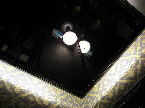 天花板是一面大鏡子