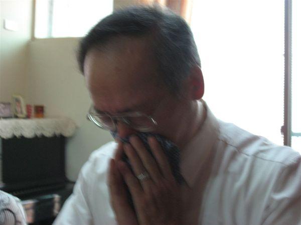 禱告到一半~爸爸忍不住哭了