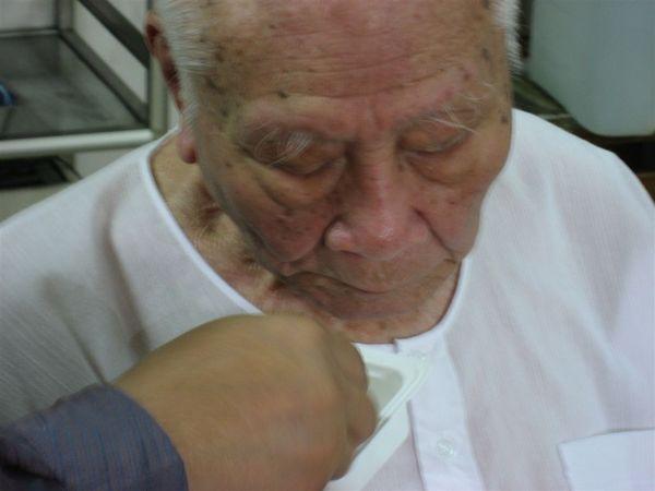 已經快100歲的外公