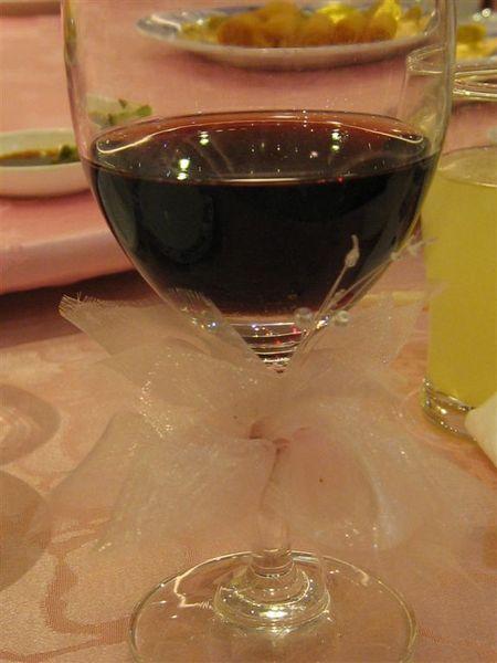 連敬酒的酒杯都有裝飾