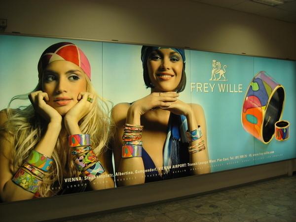 機場廣告看板