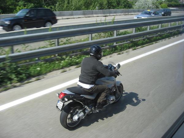 高速公路上重型機車騎士