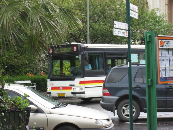 公車出現勒