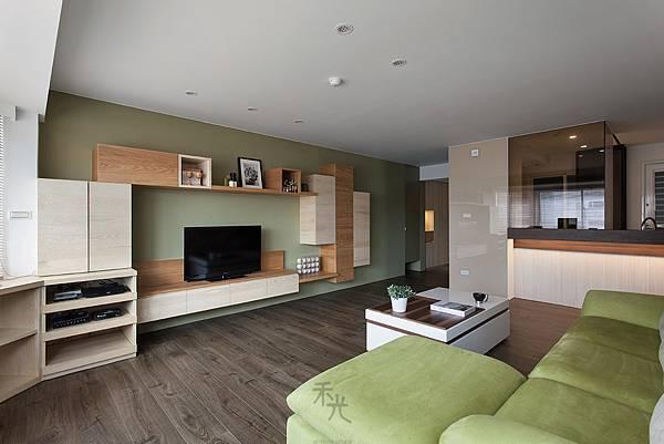 整體空間以綠色、木皮本色為空間主軸,讓大地自然融入家庭。