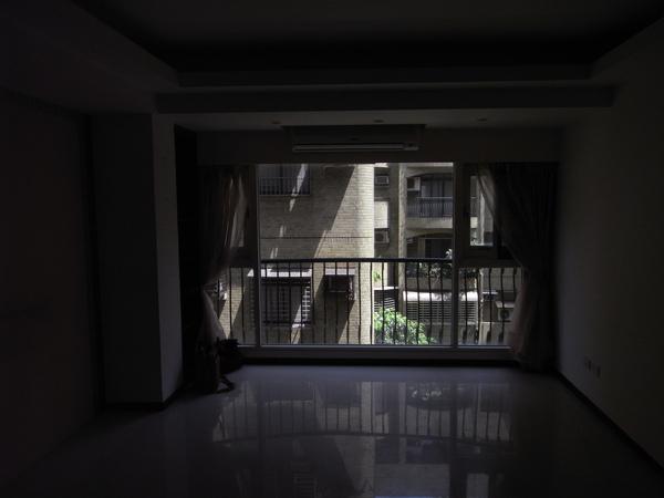 客廳前1.JPG