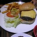 底特律起司牛肉漢堡.JPG