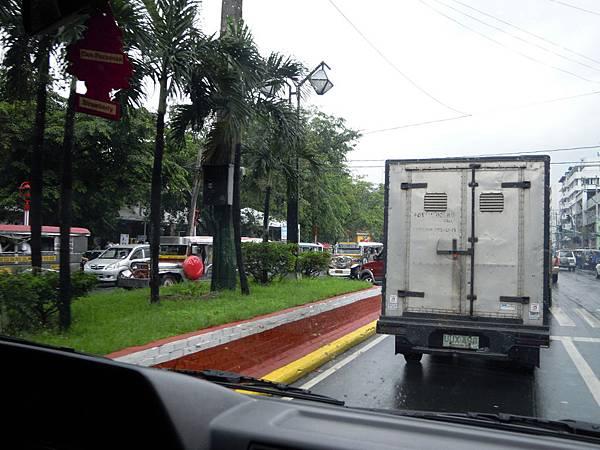 菲律賓路上其實沒有劃線