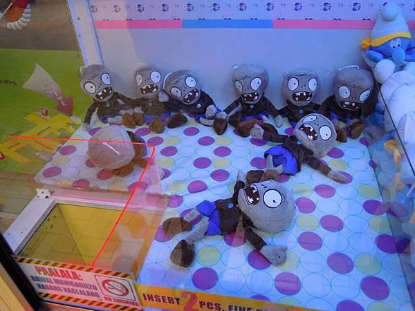 殭屍玩偶很多