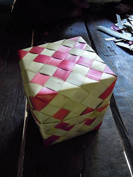 棕糖葉編織的盒子