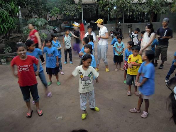 看孩子們跳舞