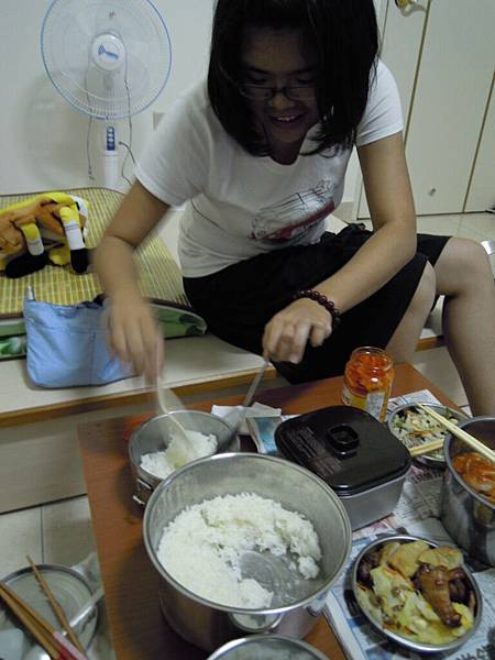 兩杯米兩個人一餐就吃掉一半了