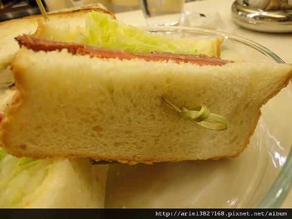 米朗琪-黑胡椒牛肉三明治