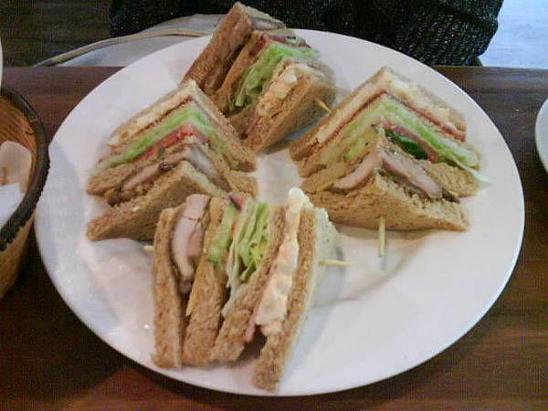 雞肉總匯三明治