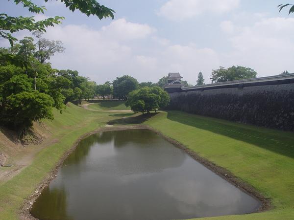水量不再豐沛的護城河