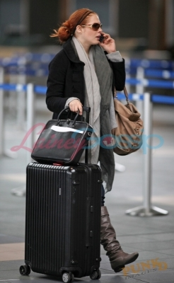 rachelle-lefevre-and-rimowa-salsa-deluxe-32in-multiwheel-gallery