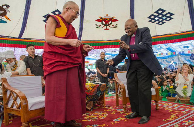 Archbishop-Desmond-Tutu-dances-with-the-Dalai-Lama-in-Dharamsala.jpg
