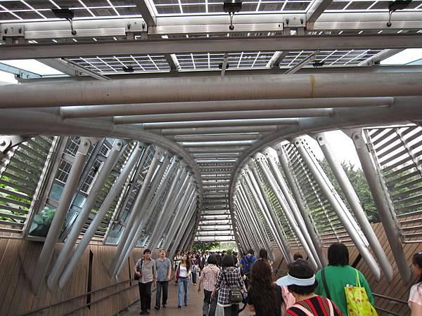 美術館園區和新生園區中間會經過的隧道之一