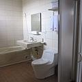 衛浴也很寬敞!淋浴或泡澡都OK!