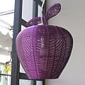 餐廳內蘋果造型的燈籠