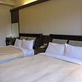 寬敞的雙人床