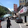 梨山商店街,可是都荒廢了,假日午餐時間居然沒有什麼餐廳有開